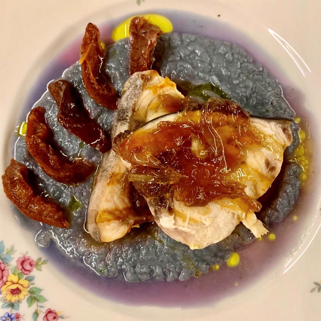 Pesce spada su crema di cavolo viola e Prugne in grappa